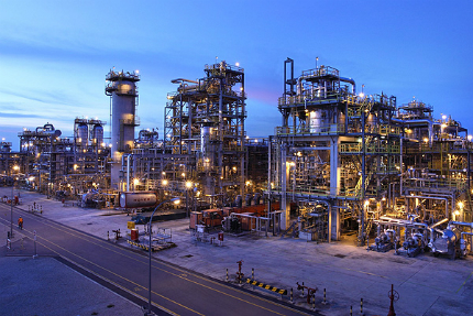 The Exxon's SIngapore refinery (courtesy of Hydrocarbons Technology)