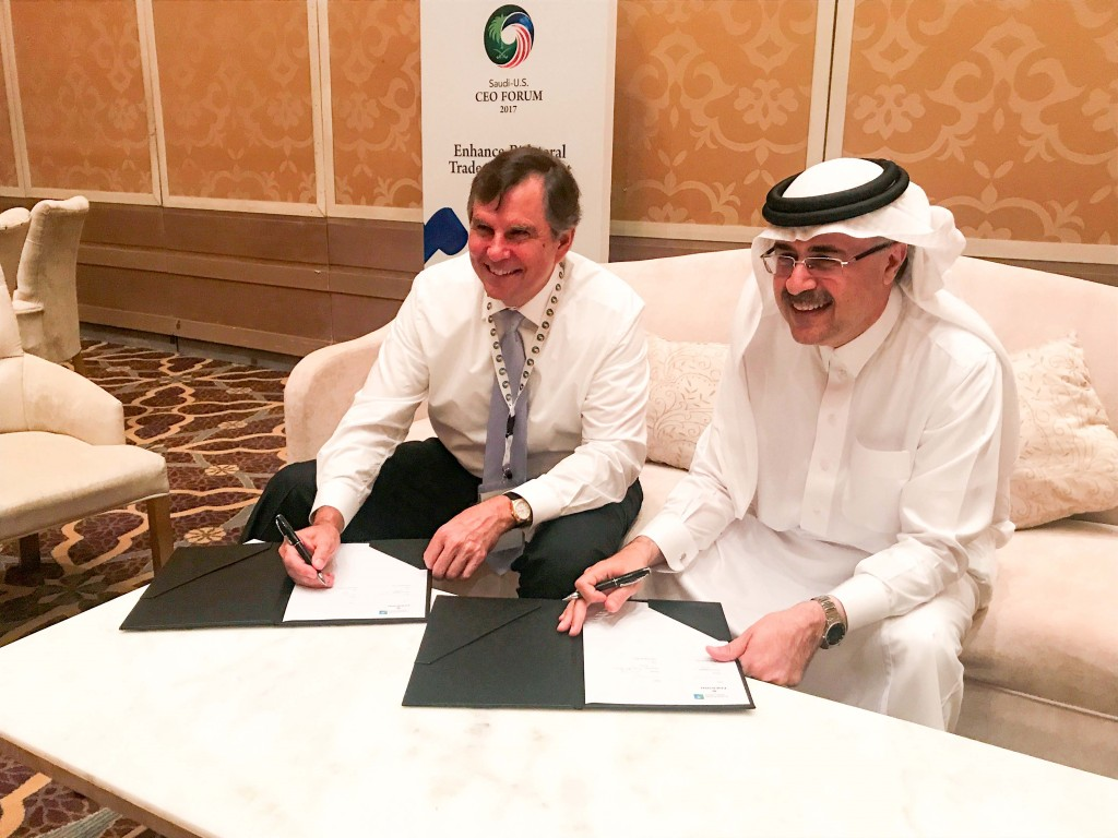David N. Farr, Emerson's CEO, and Amin H. Nasser, Saudi Aramco President and CEO, during the sign of the MoU (image courtesy of Emerson)