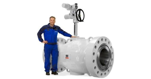 linkedin_-_mokveld_24in_axial_control_valve_electric_actuator.jpg